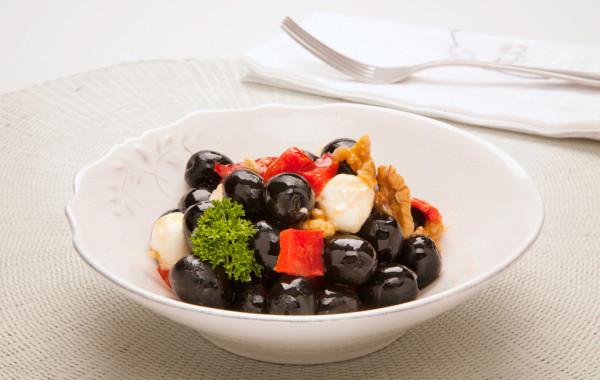 Hiszpańskie czarne oliwki z kozim serem
