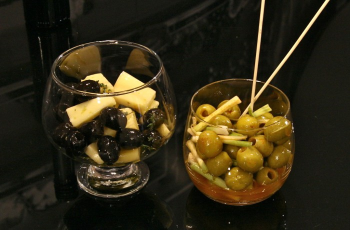 Hiszpańskie oliwki z serem manchego